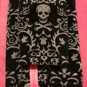 Betsey Johnson Accessories - Betsey Johnson Skull Hearts Bath & Hand Towel Set
